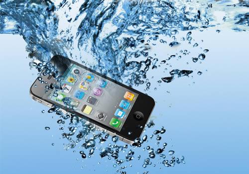 ¿Qué hacer si el teléfono móvil cae al agua?